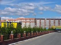 Nadym Ryssland - Juni 22, 2005: Stadsgata Arkivbild