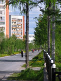 Nadym Ryssland - Juni 22, 2005: Stadsgata Arkivbilder