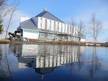 Nadym Ryssland - Maj 17, 2008: Hotellisberg Främlingar på poen Royaltyfria Bilder
