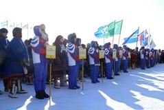 Nadym Ryssland - mars 15, 2008: Främlingar lagen är standinen Royaltyfria Bilder
