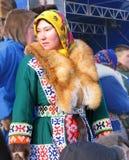 Nadym Ryssland - mars 11, 2005: Okänd kvinna - Nenets kvinna, c Arkivbild