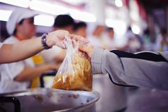 Nadzieja bieda Darować dobroczynności jedzenie Niepokalany: Pojęcie Mindfulness obrazy royalty free