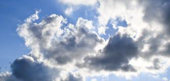 Nadziemski krajobraz z chmurami Cumulus chmury w niebie obrazy stock