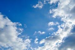 Nadziemski niebo z chmurami i promieniami światło słoneczne zdjęcie stock