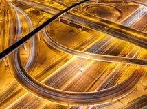 Nadzwyczajna główna ulica prowadzi Abu Dhabi Dubaj, Zjednoczone Emiraty Arabskie Obrazy Royalty Free
