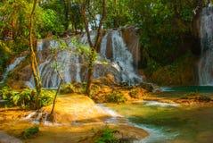 Nadzwyczajna siklawa w Meksyk, krajobraz z siklawa widoku Agua Azul blisko Palenque Chiapas Zdjęcia Stock
