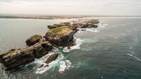 Naer Peniche de Baleal de la isla en la orilla del océano en la costa oeste de Portugal Imágenes de archivo libres de regalías