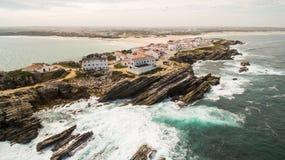 Naer Peniche de Baleal de la isla en la orilla del océano en la costa oeste de Portugal Foto de archivo libre de regalías