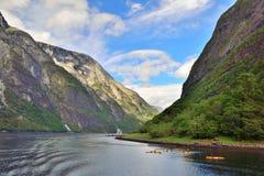 Naeroyfjord avec des canoës photos libres de droits