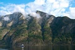 Naeroyfjord en Noruega, sitio del patrimonio mundial de la UNESCO Imagenes de archivo