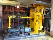 Nafciana pompa, kolor żółty drymby, tubki, maszyneria przy elektrownią Obraz Royalty Free