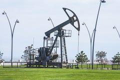 Nafciana pompa pompuje olej w poprzednich polach naftowych Wyposażenie przemysł paliwowy Azerbejdżan, Obrazy Royalty Free