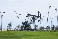 Nafciana pompa pompuje olej w poprzednich polach naftowych Wyposażenie przemysł paliwowy Azerbejdżan, Zdjęcia Stock