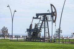 Nafciana pompa pompuje olej w poprzednich polach naftowych Wyposażenie przemysł paliwowy Azerbejdżan, Fotografia Royalty Free