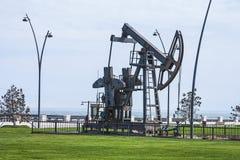 Nafciana pompa pompuje olej w poprzednich polach naftowych Wyposażenie przemysł paliwowy Azerbejdżan, Zdjęcie Stock