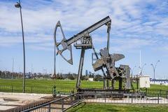 Nafciana pompa pompuje olej w poprzednich polach naftowych Wyposażenie przemysł paliwowy Azerbejdżan, Obrazy Stock
