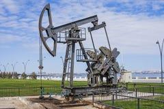 Nafciana pompa pompuje olej w poprzednich polach naftowych Wyposażenie przemysł paliwowy Azerbejdżan, Zdjęcie Royalty Free