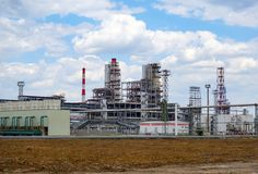 Nafciana zajezdnia kolej, transport, zbiornik, pociąg, przy rafinerią w Rosja wyposażenie i kompleksy dla węglowodoru przerobu ch obrazy royalty free