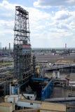 Nafciana zajezdnia kolej, transport, zbiornik, pociąg, przy rafinerią w Rosja wyposażenie i kompleksy dla węglowodoru przerobu ch obraz stock