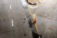 Nafciane plamy na ulicznej drodze, przyczyna ślizganie wypadek lub samochodu cra, Obraz Royalty Free