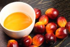 Nafcianej palmy olej do smażenia i owoc fotografia royalty free
