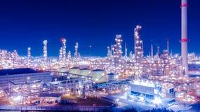 Nafciany składowy zbiornik z rafinerii ropy naftowej tłem, rafineria ropy naftowej plan Fotografia Stock