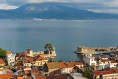 Nafpaktos镇,西部希腊惊人的全景  免版税库存图片