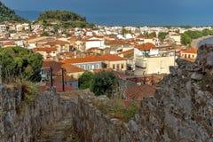 Nafpaktos镇,西部希腊惊人的全景  图库摄影