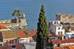 Nafpaktos镇,西部希腊惊人的全景  免版税库存照片