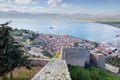 Nafplio镇看法从Palamidi堡垒,伯罗奔尼撒,希腊的 库存图片