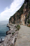 Nafplio,在带领您的山附近的希腊走的足迹入镇。 图库摄影