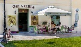 Nafplio, Grecia - 31 de agosto de 2016: Fachada de la tienda de helado Fotos de archivo