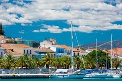 NAFPLIO, GRIEKENLAND - JUNI 05, 2016: ketting van mooie vissersboot Royalty-vrije Stock Foto's