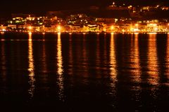 Nafplio stad på natten arkivfoto