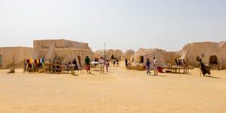 NAFTAH TUNISIEN - JULI 23, 2018: Folket besöker Star Wars hus i öknen av Sahara nära Naftah, Tunisien royaltyfri foto