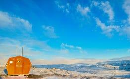 Nagłego wypadku schronienie na górze góry w Iceland obrazy stock