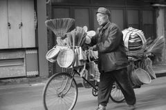 Nagły portret bieżący drobny handlowiec w podróżnym terenie zdjęcia royalty free