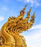Naga, de koning die van slang, de ingang binnen bewaken aan de tempel Stock Afbeeldingen