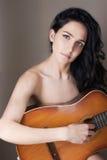 Naga kobieta z gitarą zdjęcia royalty free
