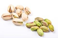 naga odizolowana orzechy pistachio kilka kadłuba Obraz Royalty Free
