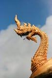 Naga op het tempeldak Stock Foto