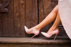 Naga postać barwiący szpilki buty zdjęcie royalty free