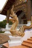 Naga que guarda a entrada do templo foto de stock