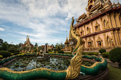 Naga rzeźbią w ogródzie chalong świątynia, Phuket, Tajlandia zdjęcia royalty free