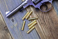Nagan revolver med kassetter Fotografering för Bildbyråer