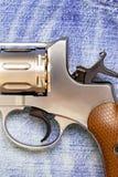 Nagan revolver på jeansbakgrund Royaltyfri Foto