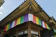 Nagano Japan, Juni 5, 2017: Traditionell färgrik buddistisk flagga Royaltyfria Bilder