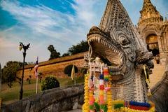 Nagas på Wat Phra That Lampang Luang, Lampang, nord av Thailand Royaltyfria Bilder