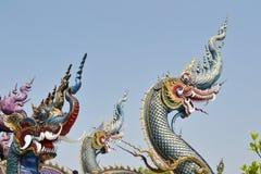 Nagas: Sztukateryjna sztuka przy Watem Rong Sua Dziesięć, Chiang Raja prowincja, Tajlandia Obrazy Royalty Free