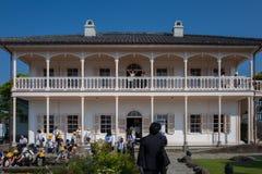 Nagasaki Japan - Maj 18: Oidentifierade skolaflickor i Glover Garden på Maj 18, 2017 i Nagasaki, Japan Arkivbilder